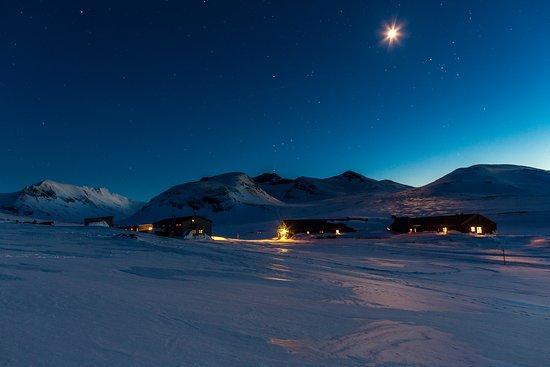 STF Sylarna Mountain Lodge: Fjällstationen med Sylmasivet i bakgrunden