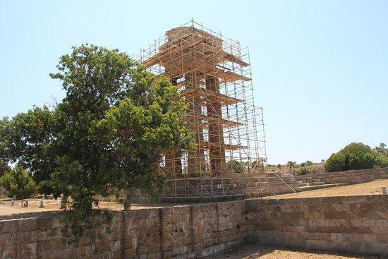 The Acropolis of Rhodes : колонны храма Аполлона