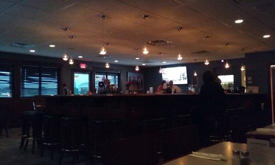 Austintown, OH: Bar area