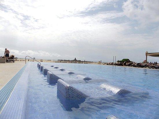 infinity pool. hotel riu touareg: infinity pool