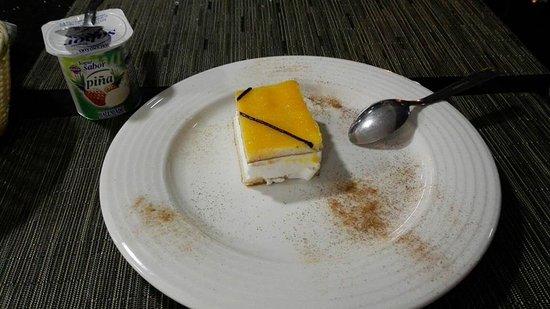 Peligros, Spain: postres: yogurt y tarta san marcos.