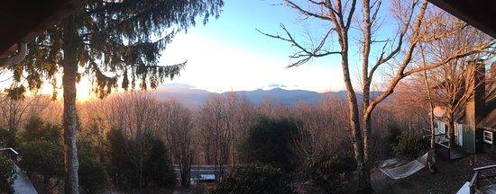Banner Elk, Carolina del Nord: view facing sugar mountain from porch