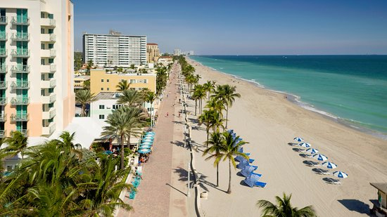 Hollywood Beach Marriott: The 2.5 mile Broadwalk is perfect for many activities.