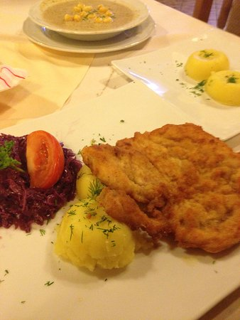 Lesser Poland Province, Pologne : Mushroom soup, chicken breast, and potatoes