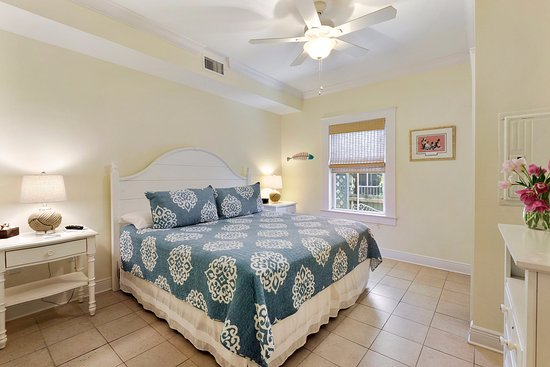 Bay St Louis, MS: King Suite