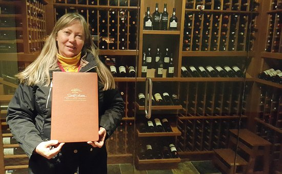 Gleneden Beach, Oregón: A nice selection of wines and few menu options all the specialty of the house