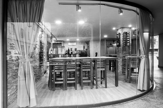 Showroom Enoteca Capitan Drake