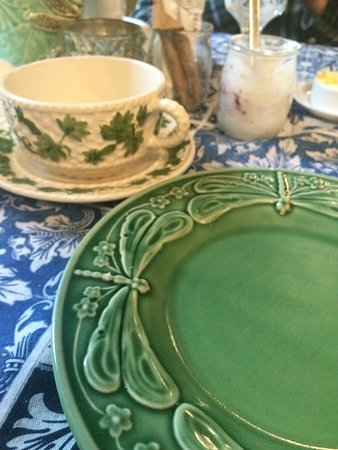 Casa Amora Guesthouse: love these dishes in assorted patterns and colors. We brought home guest house placemats