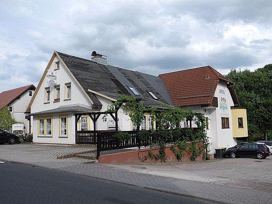 Frankenhain, Germany: Hotel/Restaurant mit Aussenterrasse