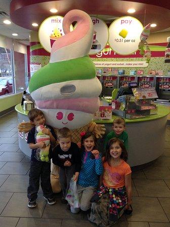 Menchies Frozen Yogurt : Menchies has the Best Birthday Parties!!