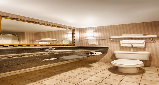 Best Western Plus Castlerock Inn & Suites: Bathroom
