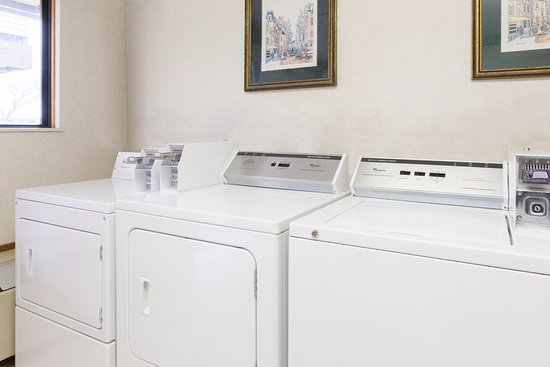 Maumee, OH: Guest laundry room