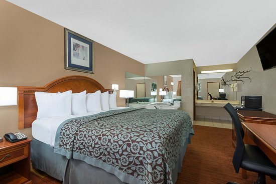 "Maumee, OH: Jacuzzi room/king bed with fridge, microwave,40"" flat-screen and in-room coffee maker"