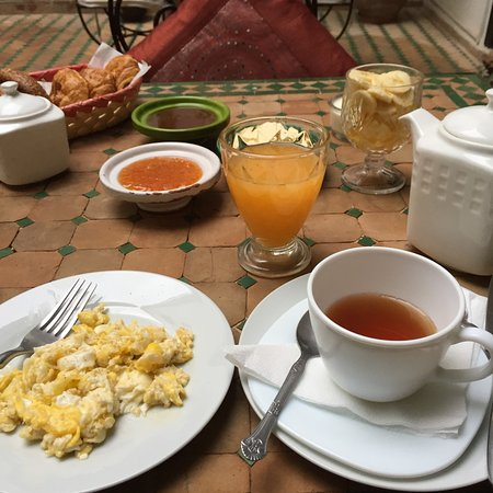 Riad Les Trois Mages: Breakfast the first morning