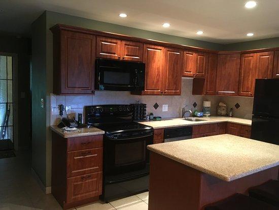 Waiohuli Beach Hale: Nicely remodeled kitchen