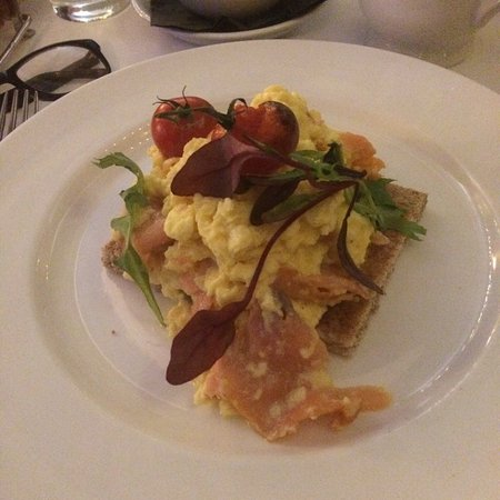Drogheda, Irland: My breakfast of smoked salmon & eggs, yes its as good as it looks