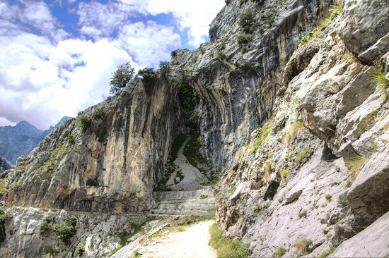 The Cares Gorge: The view keeps on changing