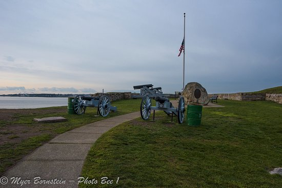 Fort Phoenix State Reservation: Cannons at the foirt