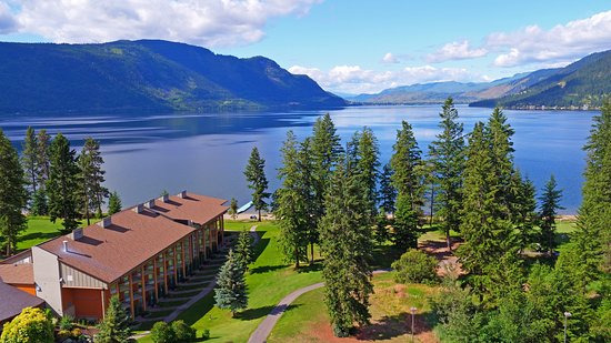Quaaout Lodge & Spa at Talking Rock Golf Resort: Amazing location on the shores of Little Shuswap Lake