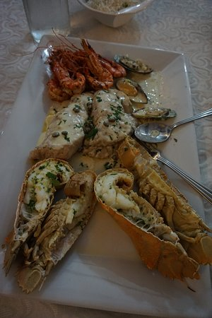 Le Bonheur Villa: Sea food platter - must have!