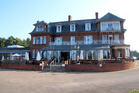 Oulton Broad, UK: Wonderful Hotel facade