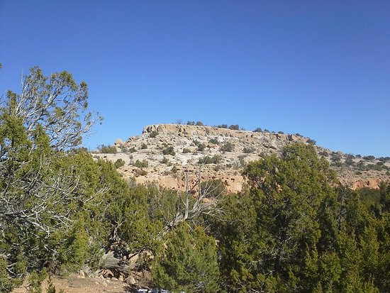 Los Alamos, NM: Tsankawi mesa from the trailhead