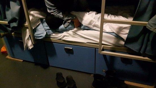Smart Hyde Park Inn Hostel: Los cajones de donde el ladrón sustrajo las cosas.
