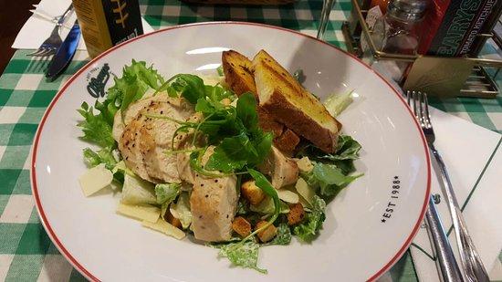 Vantaa, Finlandia: Цезарь с курицей