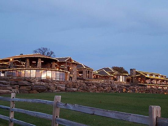 Merveilleux Big Cedar Lodge: Osage Restaurant, Buffalo Bar And Arnieu0027s Barn @ Top Of The
