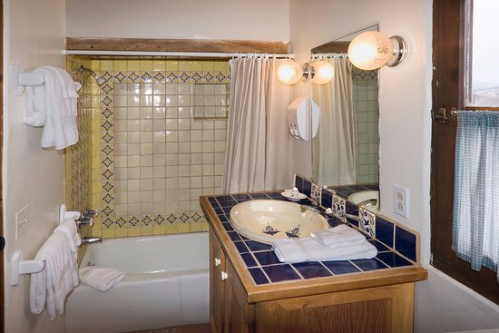 Alexander's Inn: Cheerful Mexican tiles are a focal point of the Pinon bathroom.