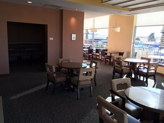 Aurora, CO: Business center and eating area