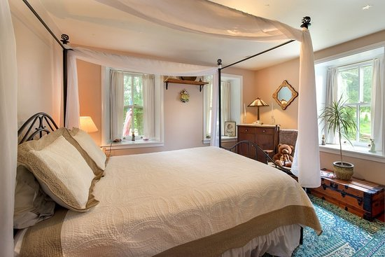 Oley, Πενσυλβάνια: Sunrise Suite with queen size poster bed