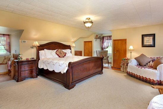 Oley, PA: Zackon Suite's king size bed