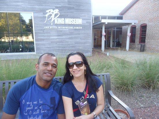 Indianola, MS: Minha amada e eu depois da visita ao museu.