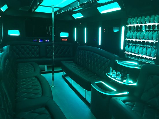Temecula, CA: Luxury limos and buses