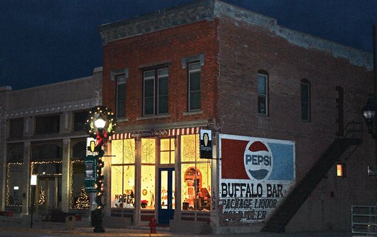 Buffalo, WY: Here is the gallery lit up at Christmas.