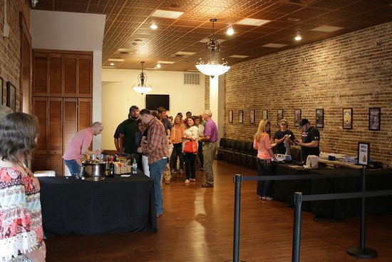 Sumter, Carolina del Sur: Opera House merchandise, box office and concessions