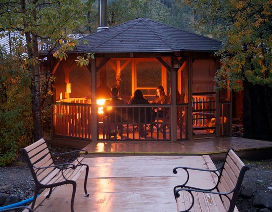 Denali Backcountry Lodge: Creekside gazebo with fireplace is a great way to end your evening.