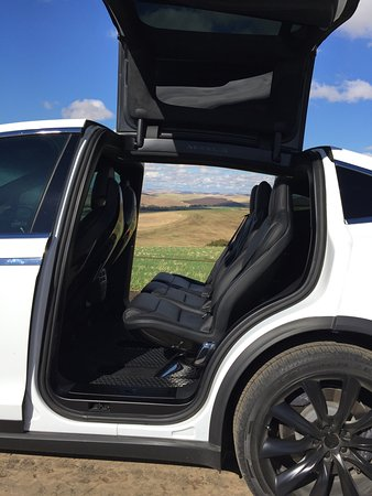 Walla Walla, Вашингтон: Any view from inside, outside or through a Tesla Model X is gorgeous!