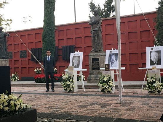 Queretaro, Mexique : Sesión solemne del 8 Diciembre de 2016 en la que se aprobó incluir al Dr. José Guadalupe Ramírez