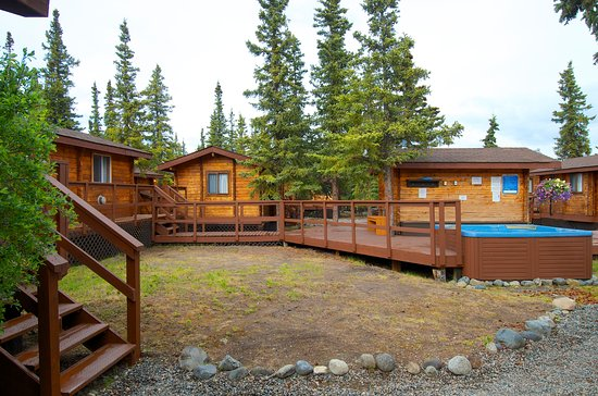 Denali Cabins: Grounds include hot tubs!