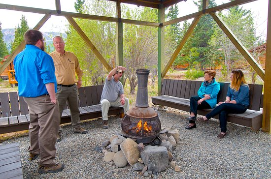 Denali Cabins: Gazebo & Fireplace