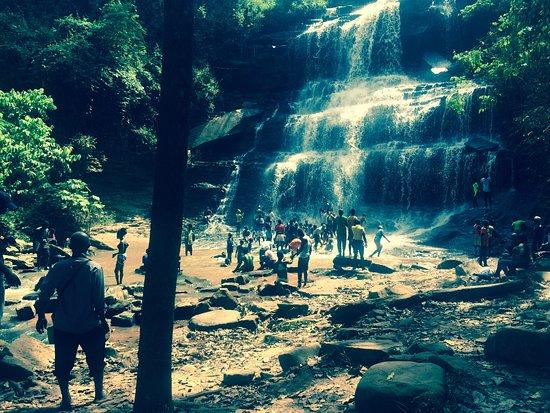 Kintampo Falls: à l'heure du déjeuné