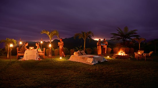 Emaho Sekawa Resort: Dining under the stars