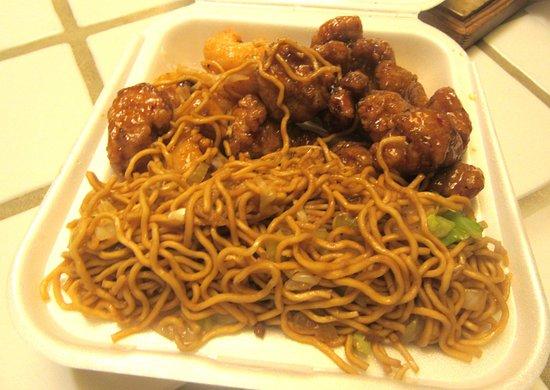 Newark, كاليفورنيا: Panda Expess - Chow Mein, Prawns, Orange Chicken