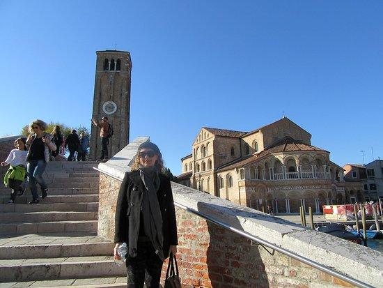 Lido di Venezia, Italy: puente de ladrillo y campanille de Murano