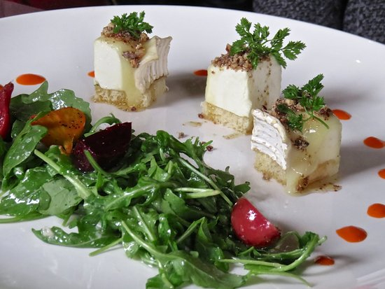 Le Mistral: goat cheese salad