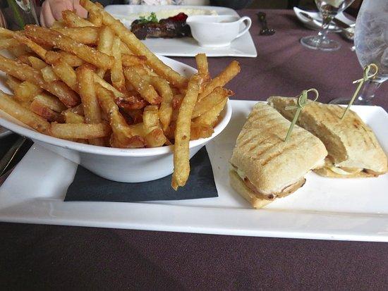 Le Mistral: chicken panini with buffalo mozzarella