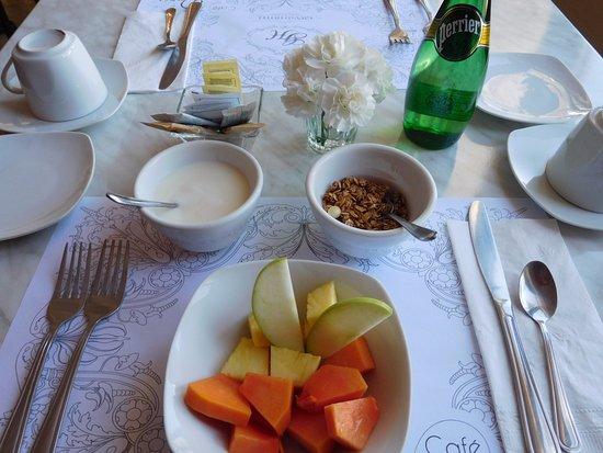 Tepatitlan de Morelos, Mexico: breakfast fruit at Grand Hotel Boutique, yum...