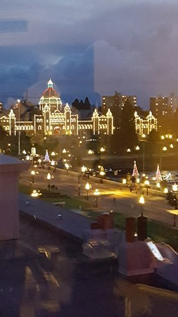 Magnolia Hotel And Spa: The Parliament Buildings at Christmas.